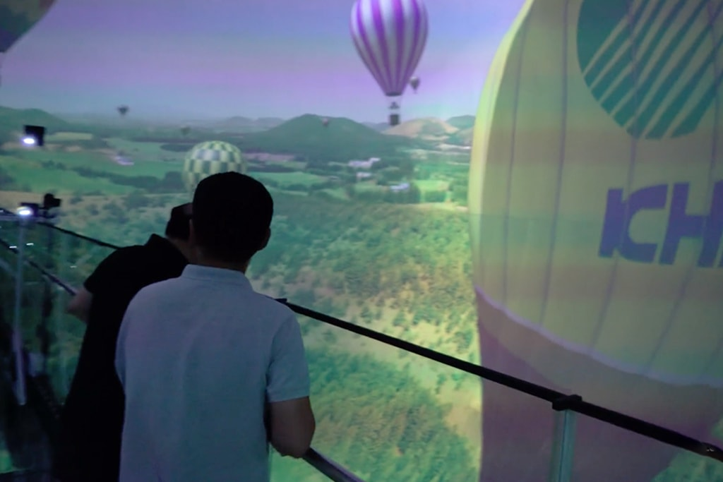 TECHINSIDER – This theater fully immerses viewers as they stand and watch