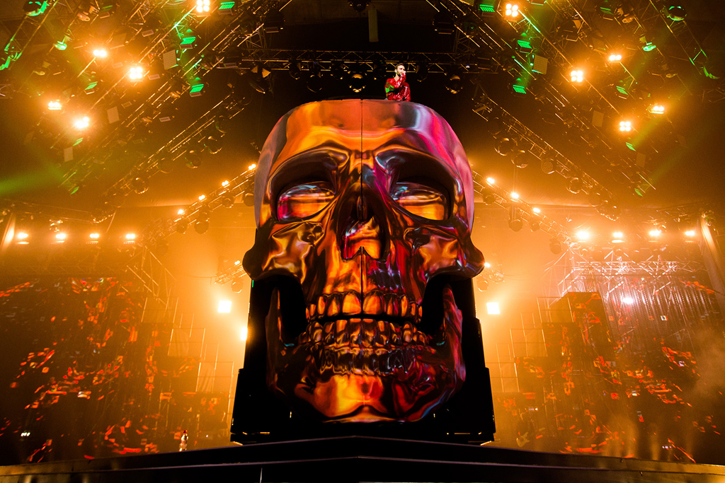 Liroom – How Front Pictures created and projected 3D graphics onto Max Barskih's giant skull