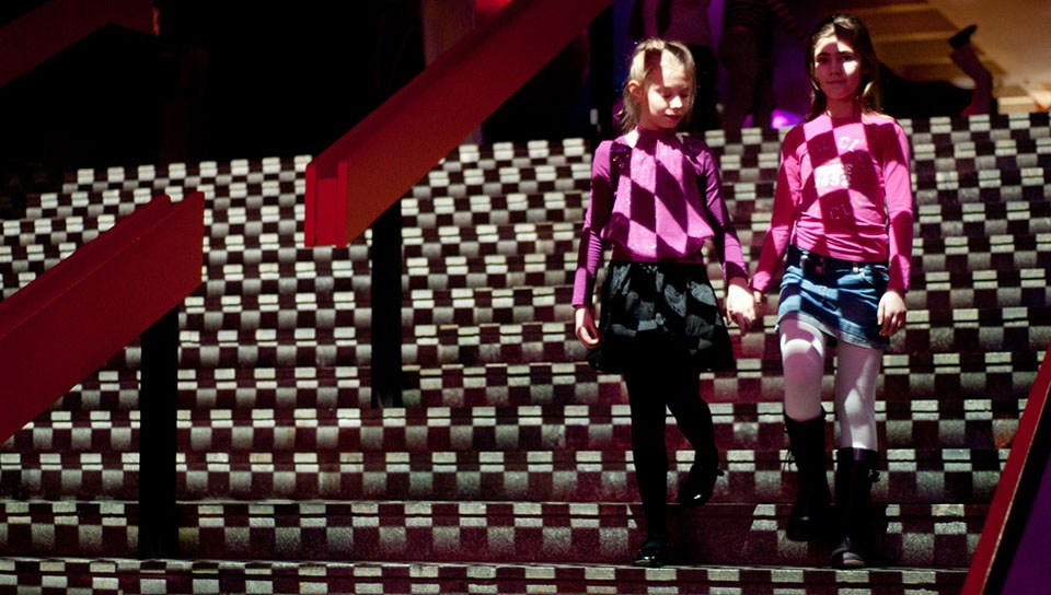 frontpictures.com_Atmasfera_360_Interactive_Stairs_001.jpg.pagespeed.ce_.klZFlXw-bj